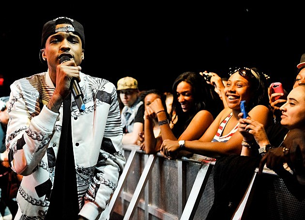 August alsina ends show because fan took his hat